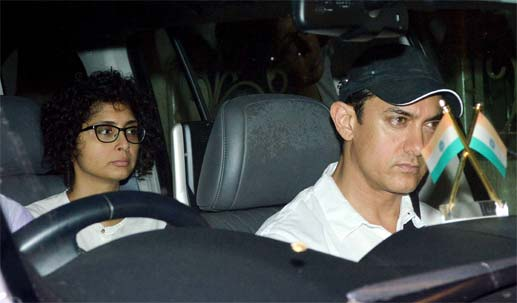 Aamir Khan, his wife Kiran Rao, his mother and his sister visit Jiah Khan's Home
