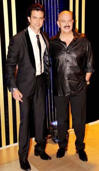 Hrithik Roshan and Rakesh Roshan at Rakesh Roshan's Birthday Celebrations