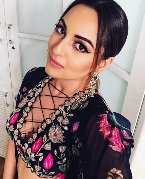 Blind Item – 2017 - Bollywood - September