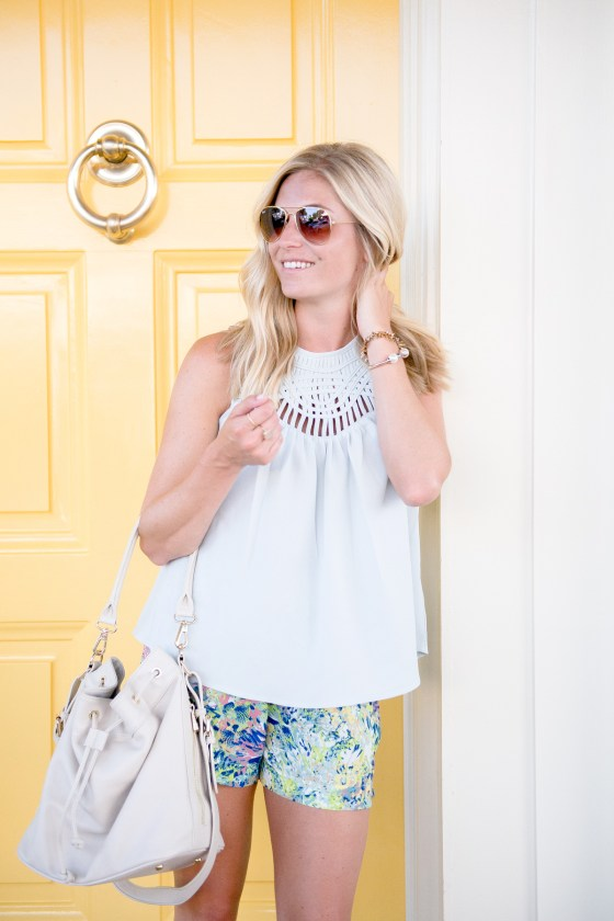 light blue cutout tank-lattice tank nordstrom-summer shorts-white bucket bag