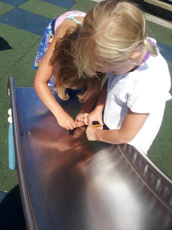 girls playing groovy box