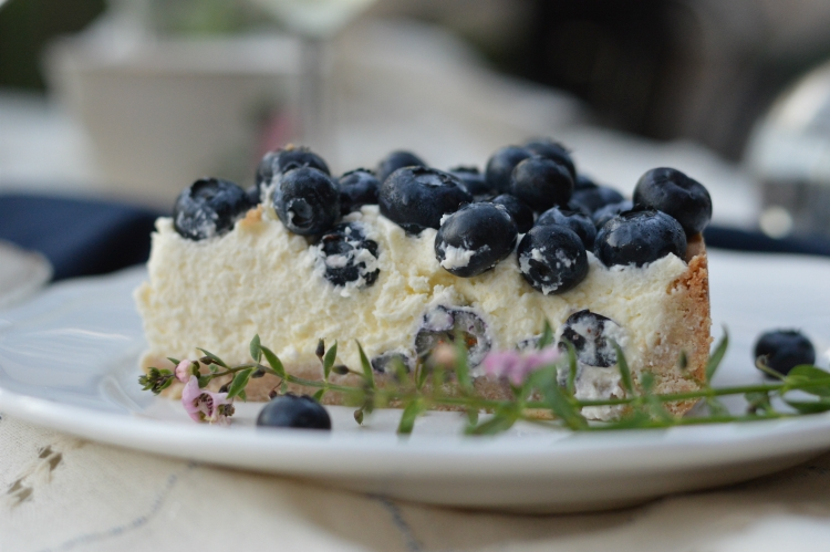 Tart with Mascarpone cream and blueberries