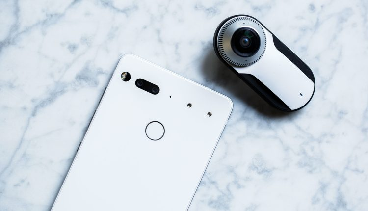 Essential-Phone-Review-gear-patrol-2-1940×1300