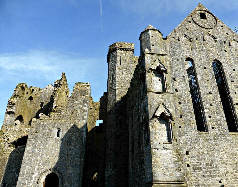Exploring the Rock of Cashel, Ireland || www.onetripatatime.com