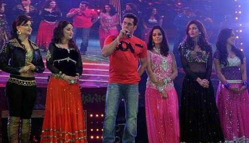 Salman and Madhuri Performed at Safai-Give Explanation Later