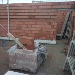 La cuisine et le mur donnant à la buanderie