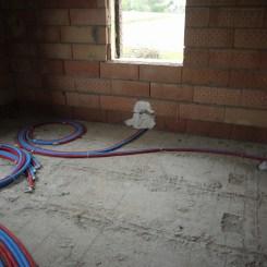 Des tuyaux pour l'arrivée du chauffage