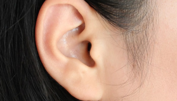 Onvindbaar mierennest in oor 12-jarig Indiaan meisje