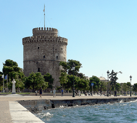Thessaloniki_White_Tower_and_promanade