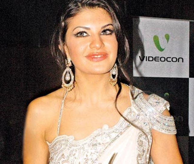 Sri Lankan Born Indian Actress Jacqueline Fernandez Jointly Won The Best Debut Female Actor Award With Mahie Gill At The 11th International Indian Film