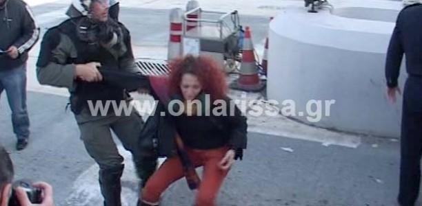 Συγκλονιστικό βίντεο από την επέμβαση των ΜΑΤ στη διαμαρτυρία των εκπαιδευτικών στον Πυργετό