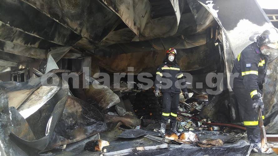 Τεράστιες καταστροφές από φωτιά σε τυροκομείο έξω από την Λάρισα (Φωτό)