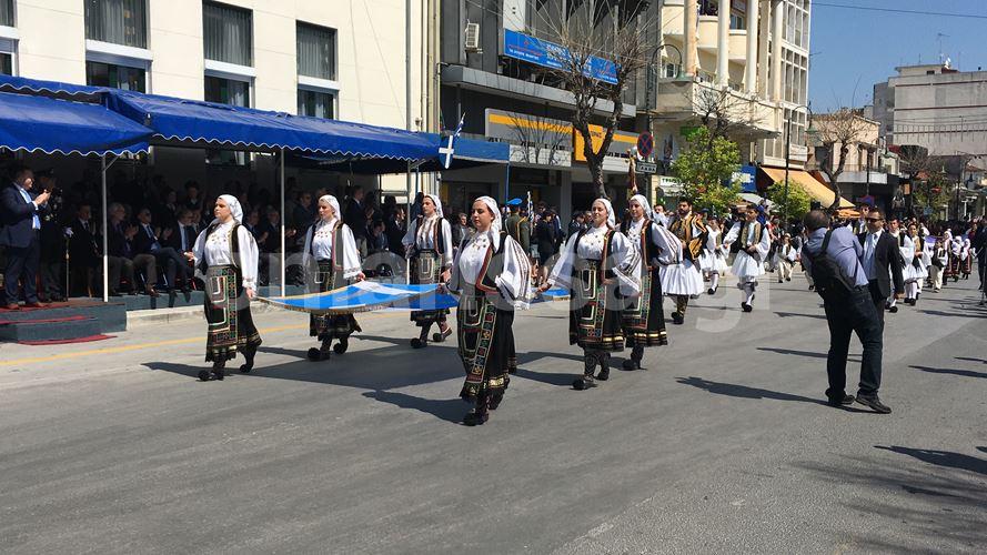Δείτε όλη τη μαθητική και τη στρατιωτική παρέλαση της Λάρισας σε φωτογραφίες! (203 φωτό)