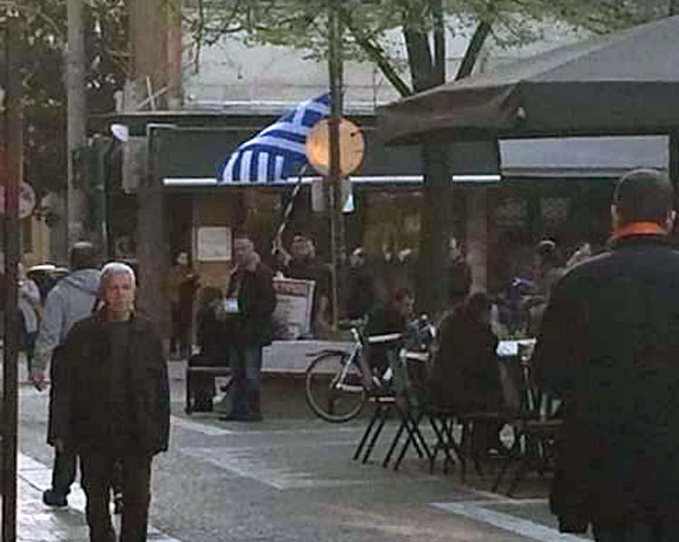 Οπαδοί του Σώρρα διαμαρτύρονται στο κέντρο της Λάρισας! (φωτό)