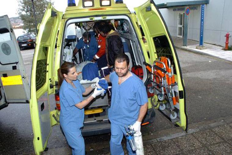 Λάρισα: 15χρονος έπεσε από μπαλκόνι αλλά στάθηκε τυχερός!