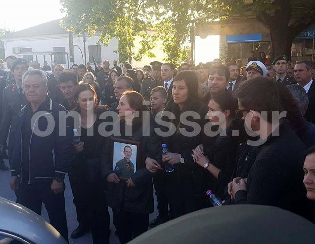 Ράγισαν καρδιές στην κηδεία του υπολοχαγού Κωνσταντίνου Χατζή στη Φαλάνη (φωτό - βίντεο)