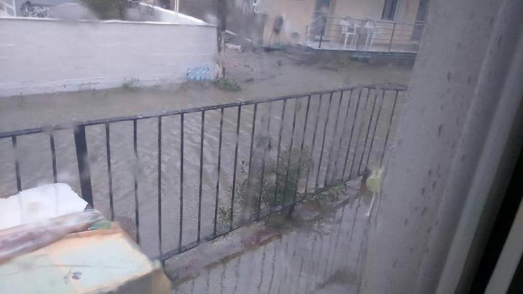 Πλημμύρισαν τα Μεσάγγαλα! – Βρέχει συνεχώς από το μεσημέρι της Κυριακής (ΦΩΤΟ)