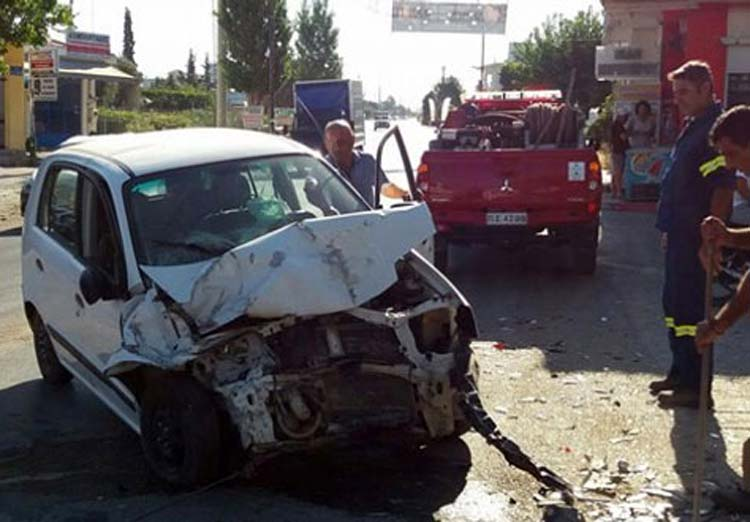 Ένας τραυματίας σε τροχαίο λίγο έξω από τη Λάρισα