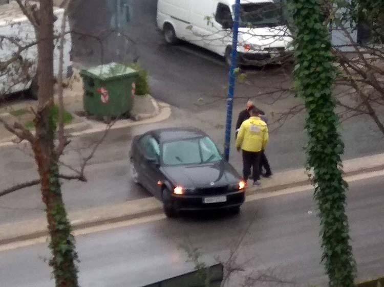 Αυτοκίνητο καρφώθηκε σε κολόνα στην οδό δημάρχου Γεωργιάδου - Δείτε φωτογραφίες