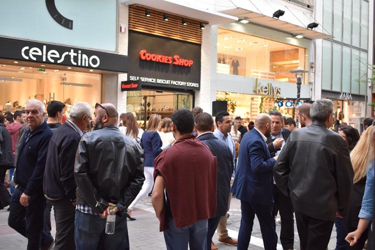 Κοσμοσυρροή στο opening event του Cookie Shop στο κέντρο της Λάρισας - Δείτε φωτορεπορτάζ