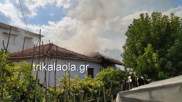 Καίγεται οικία και αχυρώνας στο Βαλτινό Τρικάλων (φωτο - βίντεο)