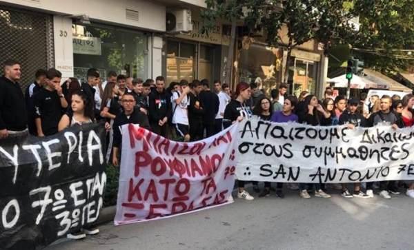 Διαμαρτυρόμενοι μαθητές για τις συλλήψεις στο 7ο ΕΠΑΛ, ξεσήκωσαν τη Λάρισα (φωτο – βίντεο)