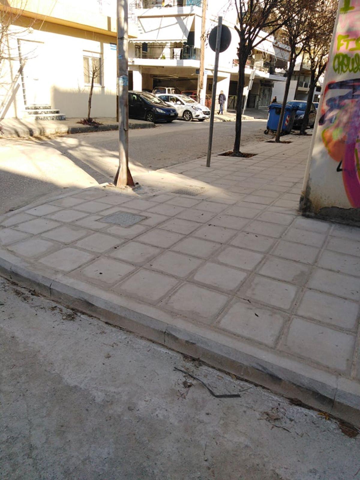 Νέα πεζοδρόμια στο σχολικό συγκρότημα του Αγίου Αντωνίου στη Λάρισα