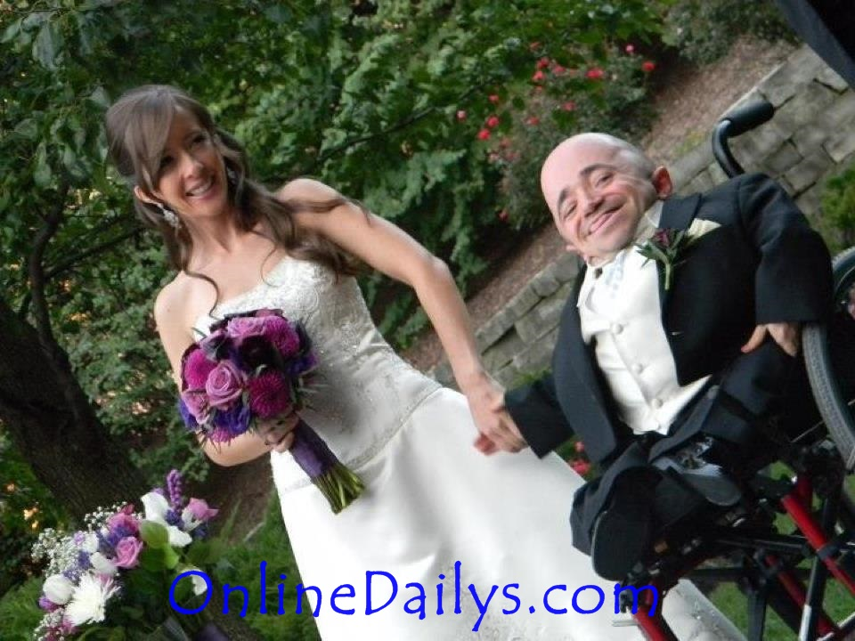 Shortest Man in the World (Sean Stephenson) and his wife (Mindie Kniss)