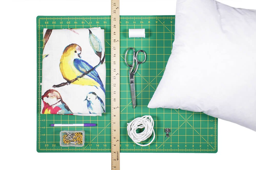 to sew an envelope pillow with piping