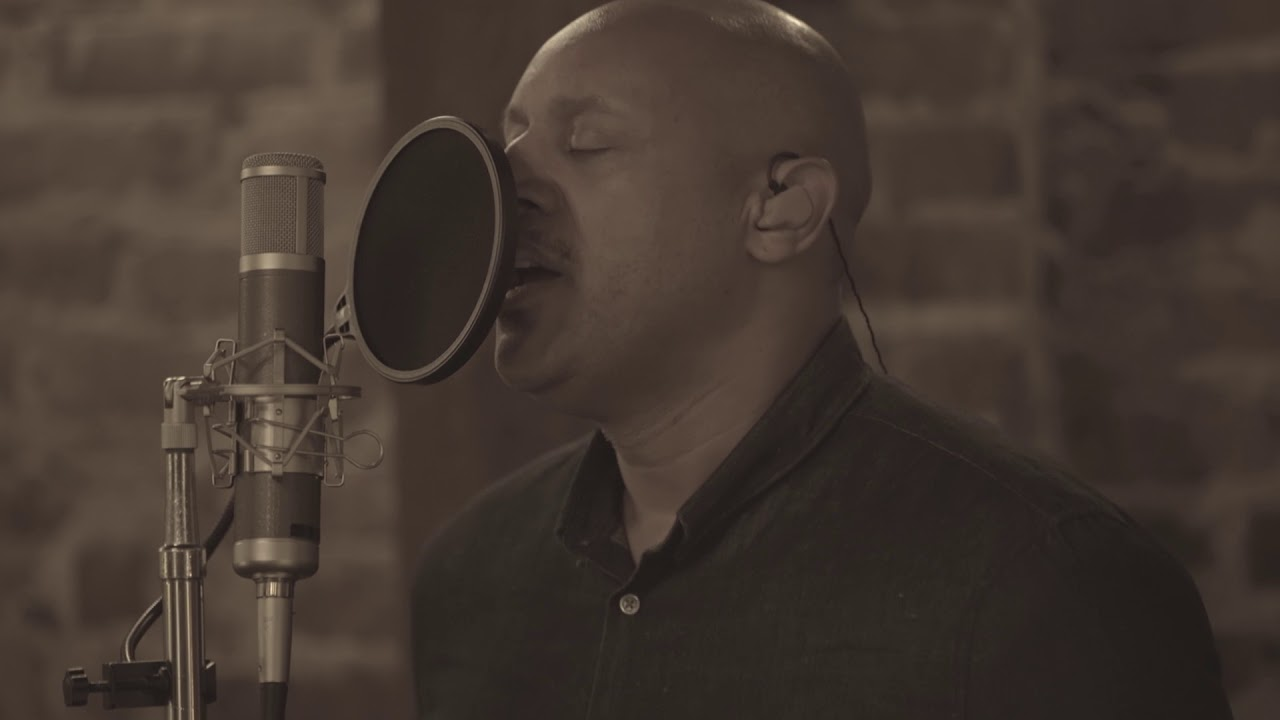 Brian Courtney Wilson – You Make Me Rich (Acoustic Sessions)