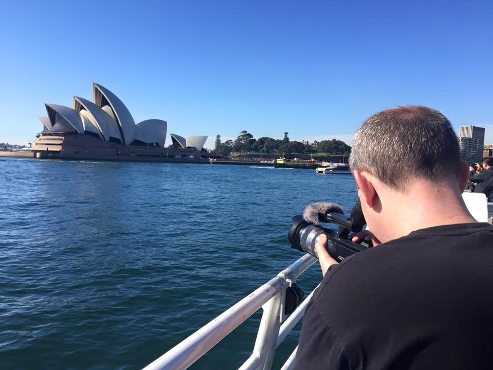 taking-photo-of-sydney-opera-house