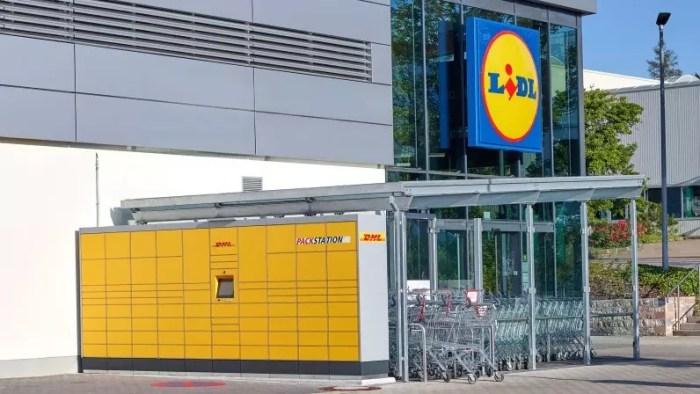 © Lidl   Kunden können das Einkaufen in der Lidl-Filiale komfortabel mit dem Empfangen und Versenden von DHL Paketen kombinieren.