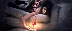 Symbolbild Wein Frau Couch