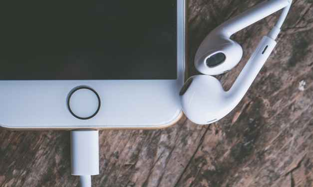 5 Very Useful Podcasts About Design, Branding And Creative Business You Should Listen To