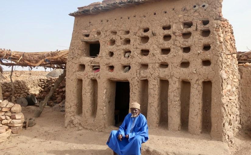 Mali – day 2 in the Dogon – Soninghe, Ende, Yabatalou, Doundjouro, Aindelou, Begnimato (30k, 42 Celsius)