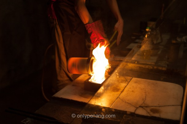 Pouring process to make gold or silver bar