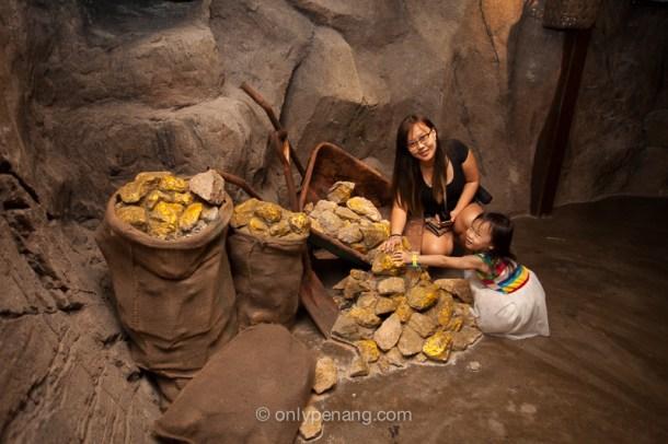 3D Gold Rocks props