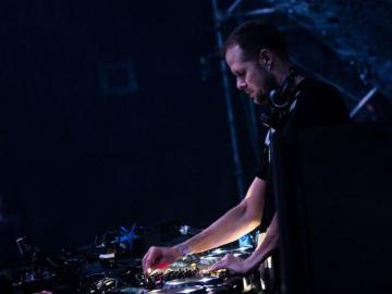 Hear Adam Beyer's Time Warp Set