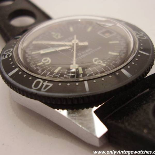 Expert divers watch 9
