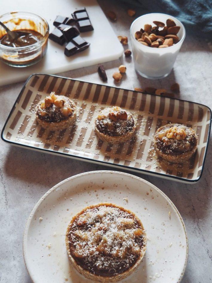 Les p'tites tartelettes crues poire, choco-noisette et noix de coco
