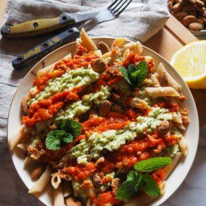 Pâtes au pesto de courgettes et sauce aux poivrons