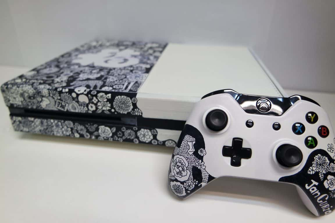 """""""What the Luck"""" custom Xbox One console"""