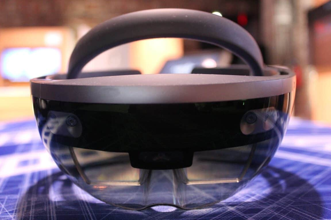 "HoloLens V2 codenamed ""Sydney"" reportedly coming in early"