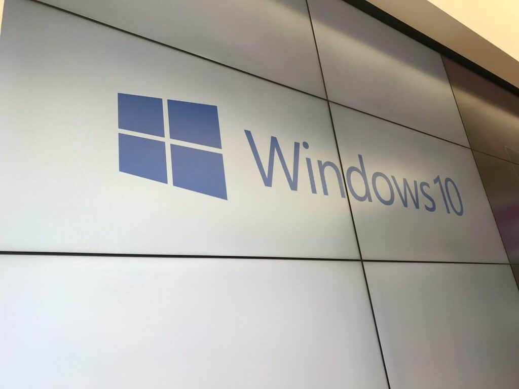 Windows 10 Logo White Featured Hero Generic