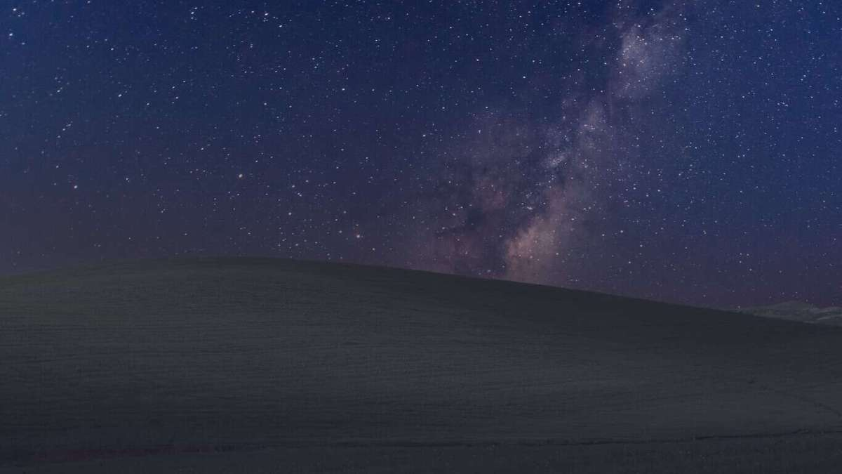 "WallpaperHub.app developer creates ""Bliss at Night,"" the classic Windows XP wallpaper for dark themes"