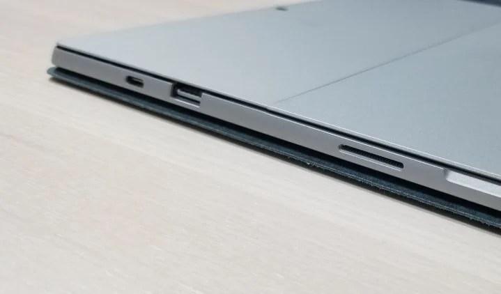 Surface Pro 7 USB C Port