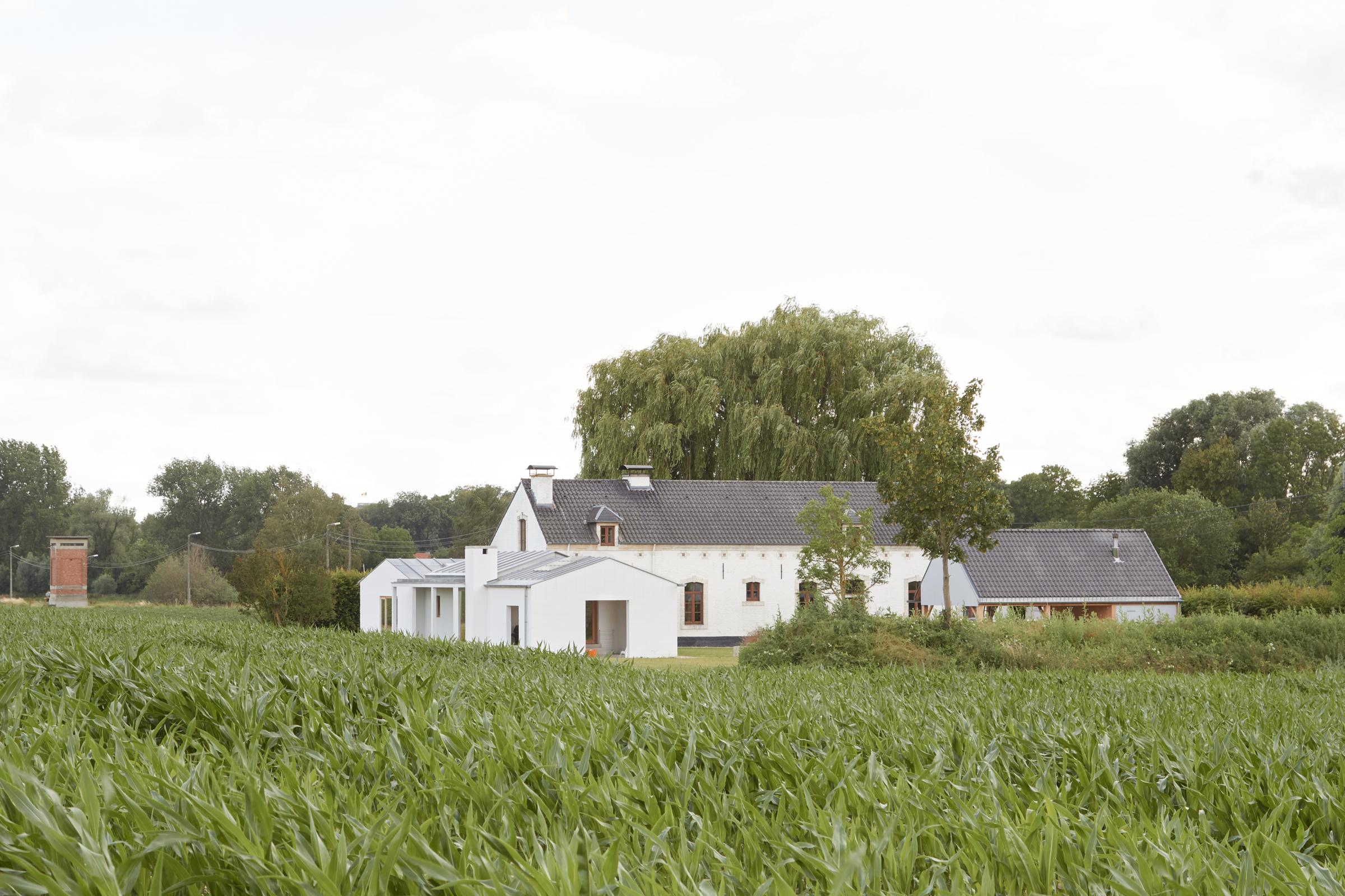 Kamer tegen kamer bouwen; een nieuw tafereel in de velden