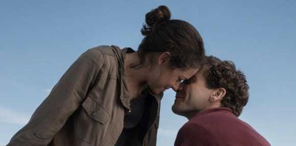 Stronger-Jake-Gyllenhaal-Tatiana-Maslany.2