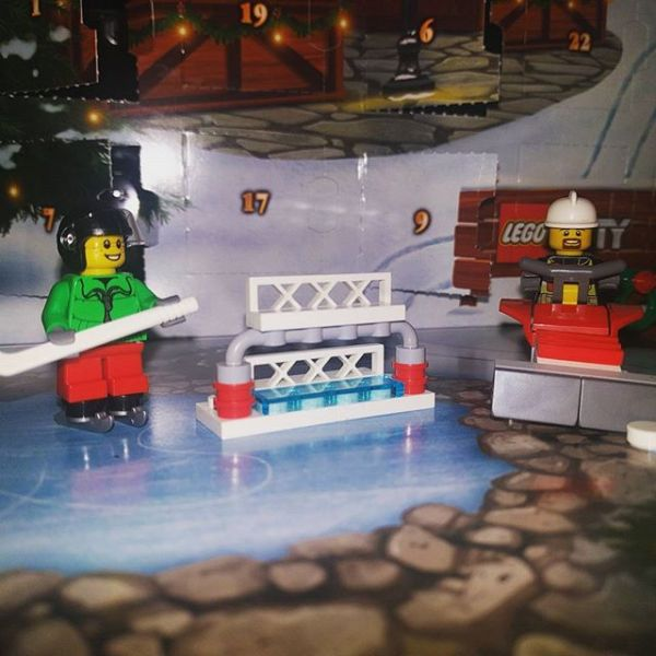 #legocityadvent Day9: ice hockey boy & fireboy discuss what has arrived in the city today...