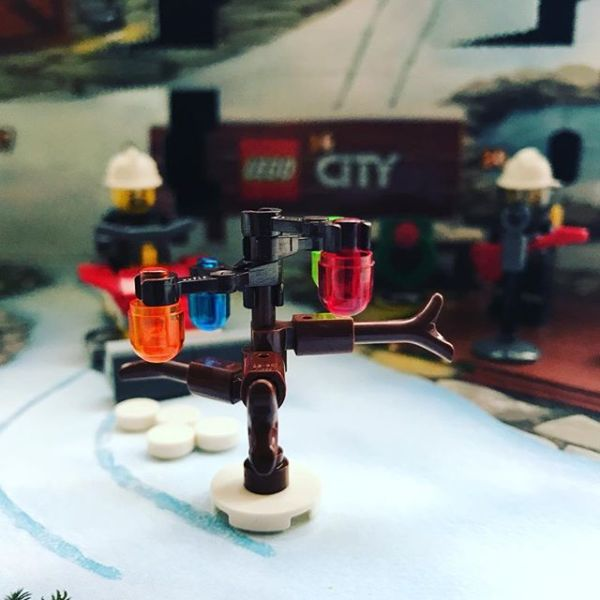#legocityadvent Day 11: a tree with lights arrives in the city